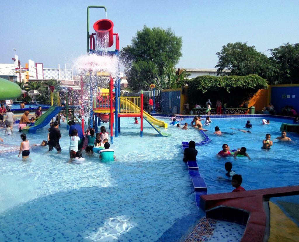 Kolam main water playground